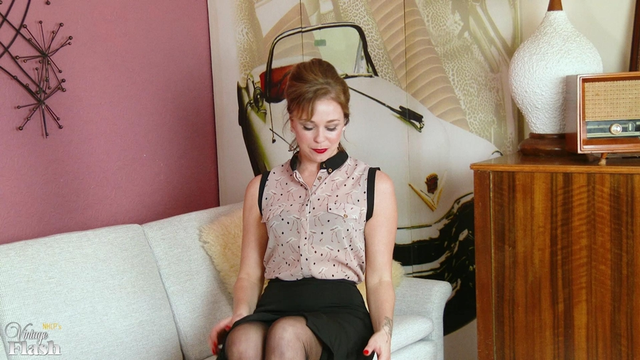 [VintageFlash.com] Lucy Lauren (Looking for licks! / 16.01.2018) [2018 г., Solo, Babe, Blonde, Blouse, Designer, Full Fashioned, Garter Belt, Lounge, Masturbation, Medium Tits, Panties, Stilettos, 1080p]
