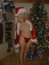 Откровенные фото на фоне Новогодней елки
