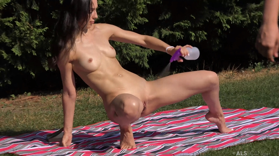 [AlSScan.com] Gina Gerson & Lilu Moon - Well Read BTS [2018 г., Pussy Gaping, Outdoor, Dildo, Wet, 1080p]